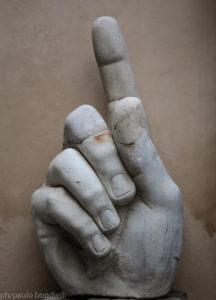 ph/Paolo Bondielli - La mano colossale