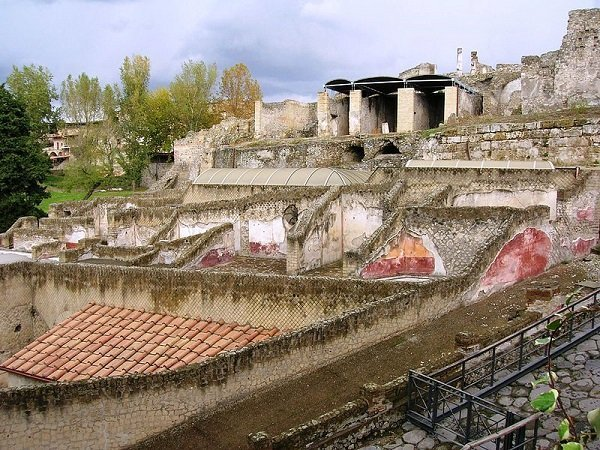 Terme Suburbane/ By Mentnafunangann (Own work) [CC BY-SA 3.0 (http://creativecommons.org/licenses/by-sa/3.0)], via Wikimedia Commons